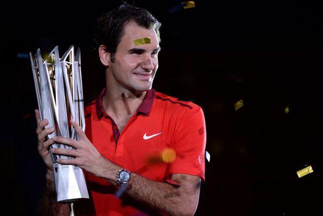 Воскресенье. Шанхай. Роджер ФЕДЕРЕР с главным призом Shanghai Masters. Фото AFP