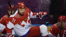 ...а Илья КОВАЛЬЧУК пропустил бы решающие матчи хоккейного олимпийского турнира в Сочи и не забил бы гол в ворота финнов в четвертьфинале.