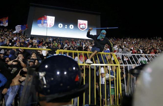 Вторник. Белград. Сербия и Албания сыграли 42 минуты. Пока над полем не полетел беспилотник... Фото REUTERS