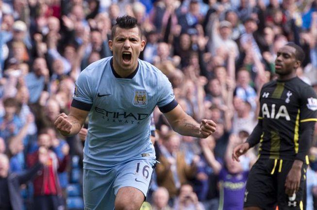 "Суббота. Манчестер. ""Манчестер Сити"" – ""Тоттенхэм"" – 4:1. Серхио АГУЭРО празднует один из четырех голов. Фото REUTERS"