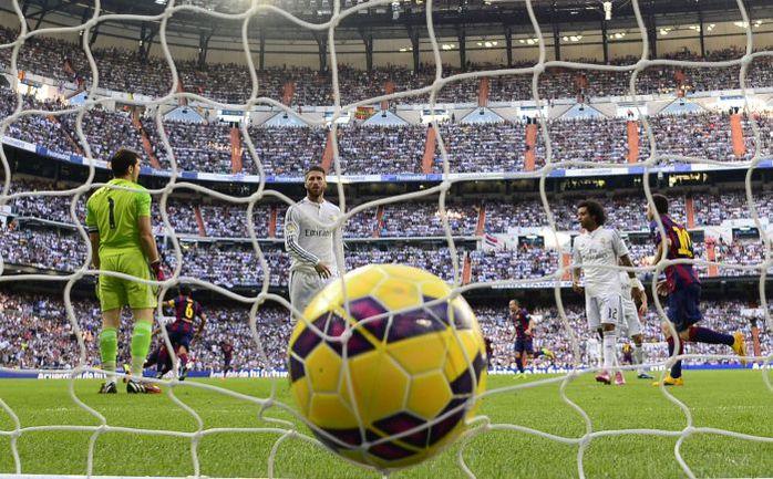 """Суббота. Мадрид. """"Реал"""" - """"Барселона"""" - 3:1. 4-я минута. Только что Неймар открыл счет в матче. Фото AFP"""