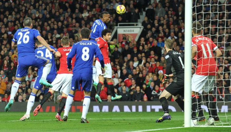 """Воскресенье. Манчестер. """"Манчестер Юнайтед"""" - """"Челси"""" - 1:1. 53-я минута. Гол Дидье ДРОГБА. Фото AFP"""