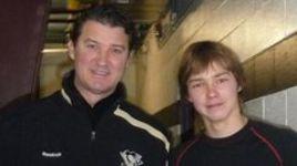 Владислав КАМЕНЕВ и знаменитый канадец Марио ЛЕМЬЕ на юношеском турнире в Питтсбурге.