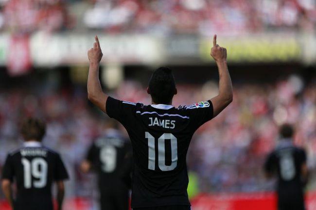 """Суббота. Гранада. """"Гранада"""" - """"Реал"""" - 0:4. 31-я минута. Автор гола-красавца Хамес РОДРИГЕС. Фото REUTERS"""