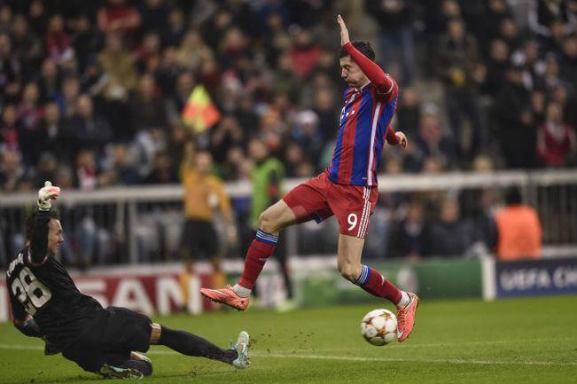 """""""Бавария"""" Роберта ЛЕВАНДОВСКИ дважды победила """"Рому"""" и с 12 очками шагнула в плей-офф с первого места. Фото AFP"""