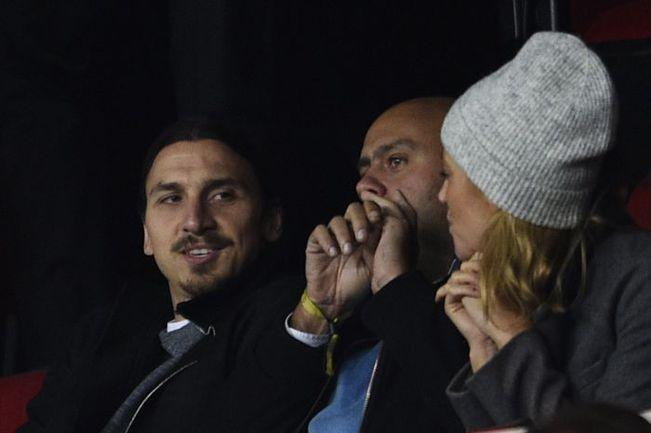 Стоит ждать, Златан ИБРАГИМОВИЧ (слева) не будет наблюдать за игрой своей команды со стороны, а наконец-то выйдет на поле. Фото REUTERS