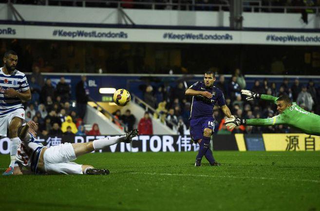 "Суббота. Лондон. ""КПР"" - ""Манчестер Сити"" - 2:2. 83-я минута. Второй гол Серхио АГУЭРО. Фото REUTERS"