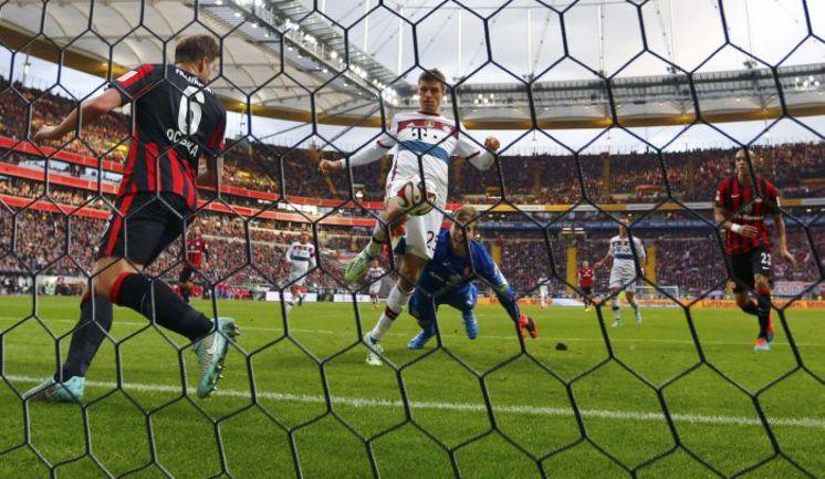 """Суббота. Франкфурт. """"Айнтрахт"""" Ф - """"Бавария"""" - 0:4. Томас МЮЛЛЕР в этом матче оформил хет-трик. Фото REUTERS"""