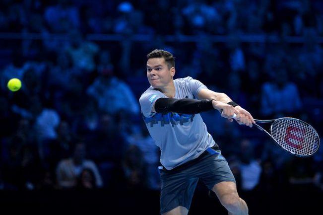 Вчера. Лондон. Милош РАОНИЧ в поединке против Роджера Федерера. Фото REUTERS