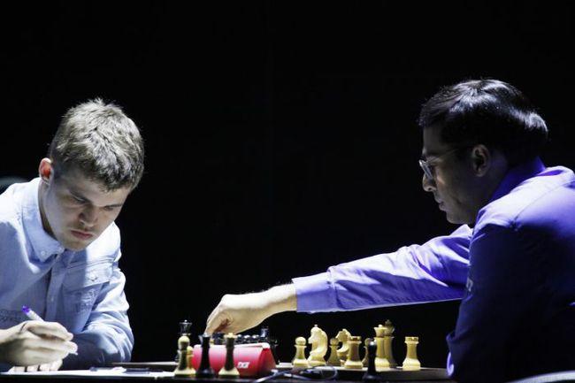 Вторник. Сочи. Вишванатан АНАНД (справа) и Магнус КАРЛСЕН. Фото fide.com