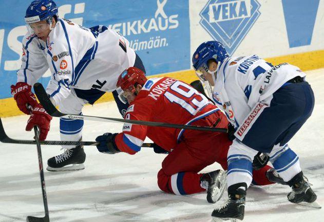 Денис КОКАРЕВ и его партнеры по сборной России столкнулись с трудностями не только на льду, но и в быту. Фото AFP