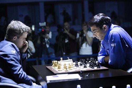 Среда. Сочи. Вишванатан АНАНД (справа) и Магнус КАРЛСЕН. Фото fide.com