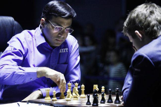 Пятница. Сочи. Вишванатан АНАНД (слева) против Магнуса КАРЛСЕНА. Фото fide.com