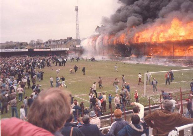 11 мая 1985 года. Брэдфорд. Трагедия в Англии унесла жизни 56 человек. Фото wordpress.com