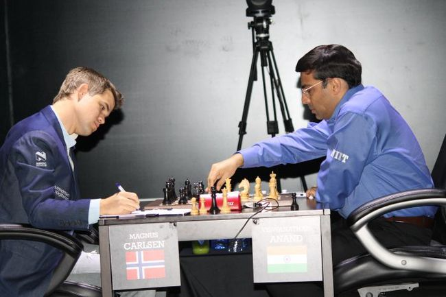 Пятница. Сочи. Магнус КАРЛСЕН (слева) и Вишванатан АНАНД. Фото fide.com