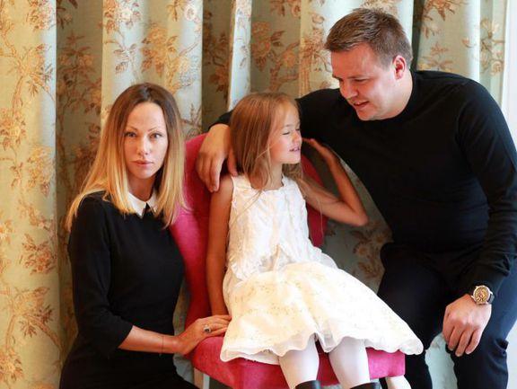 Руслан ПИМЕНОВ (справа) с дочерью Кристиной и супругой Гликерией. Фото vk.com/public_kristinapimenova