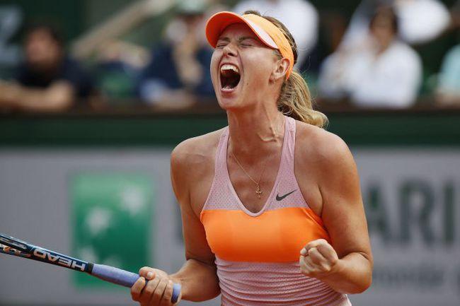 7 июня. Париж. Мария ШАРАПОВА после победы над Симоной Халеп в финале Roland Garros. Фото AFP