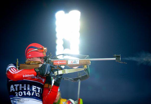 Воскресенье. Эстерсунд. Евгений ГАРАНИЧЕВ на огневом рубеже. Фото СБР.