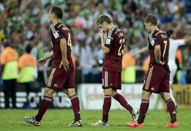26 июня. Куритиба. Алжир - Россия - 1:1. Футболисты нашей команды покидают чемпионат мира. Фото REUTERS
