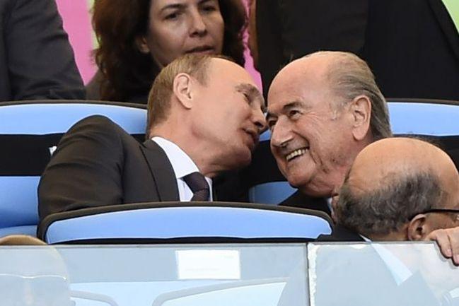 Президент России Владимир ПУТИН (слева) и глава ФИФА Йозеф БЛАТТЕР. Фото REUTERS