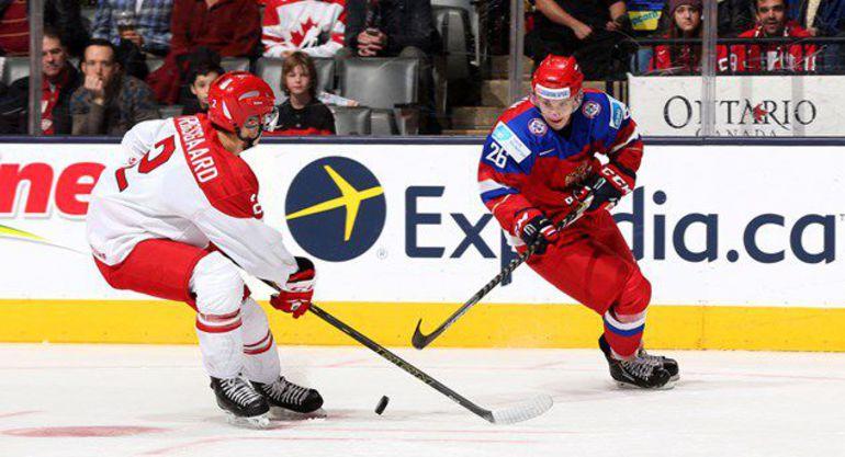 Пятница. Торонто. Дания - Россия - 2:3 Б. В атаке Владимир БРЮКВИН (справа). Фото IIHF