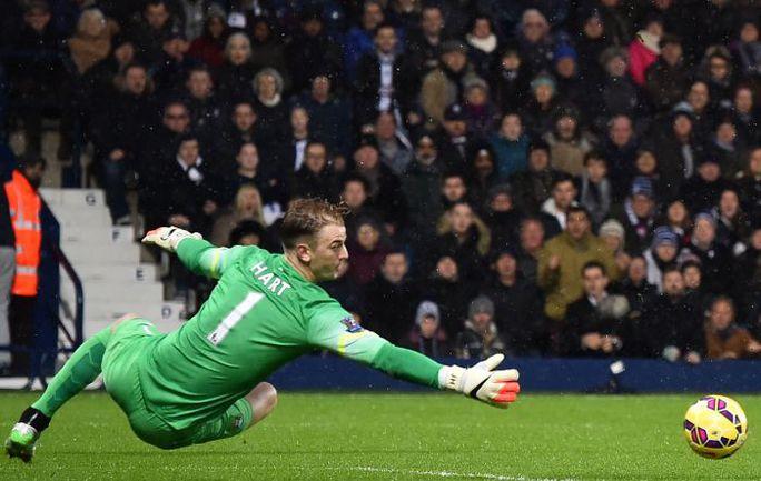 """Пятница. Вест Бромвич. """"Вест Бромвич"""" - """"Манчестер Сити"""" - 1:3. Вратарь """"горожан"""" Джо ХАРТ не смог отстоять ворота в неприкосновенности. Фото AFP"""