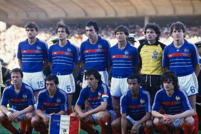 Сборная Франции образца 1984 года во главе с капитаном Мишелем ПЛАТИНИ. Фото www.sport-vintage.com