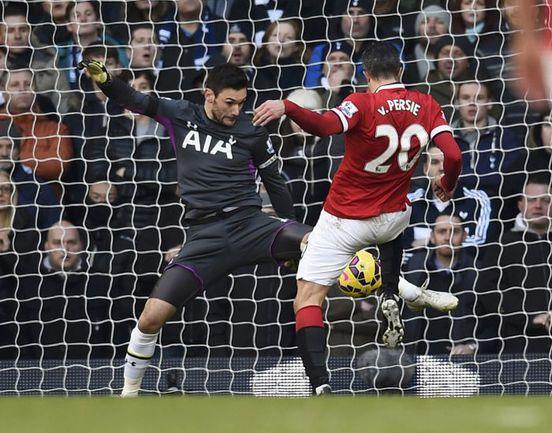 """Воскресенье. Лондон. """"Тоттенхэм"""" - """"Манчестер Юнайтед"""" - 0:0. Робин ВАН ПЕРСИ не использует очередной голевой момент. Фото REUTERS"""