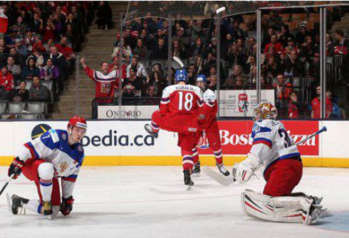 Вчера. Торонто. Россия - Чехия - 1:4. Только что в ворота Игоря ШЕСТЕРКИНА влетела победная шайба Павела ЗАХИ. Фото IIHF