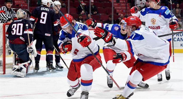 Сегодня. Монреаль. США - Россия - 2:3. Только что Иван БАРБАШЕВ открыл счет в матче. Фото IIHF