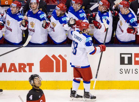 Сегодня. Торонто. Канада - Россия - 5:4. Погоня во втором периоде россиянам удалась за золотом исключением - в первом они пропустили на шайбу больше, а в третьем не смогли забить. Фото AFP