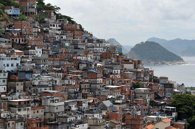 Район Павау-Паваузинью, знаменитый своими громоздящимися на склонах фавелами. Фото gilsoncamargo.com.br