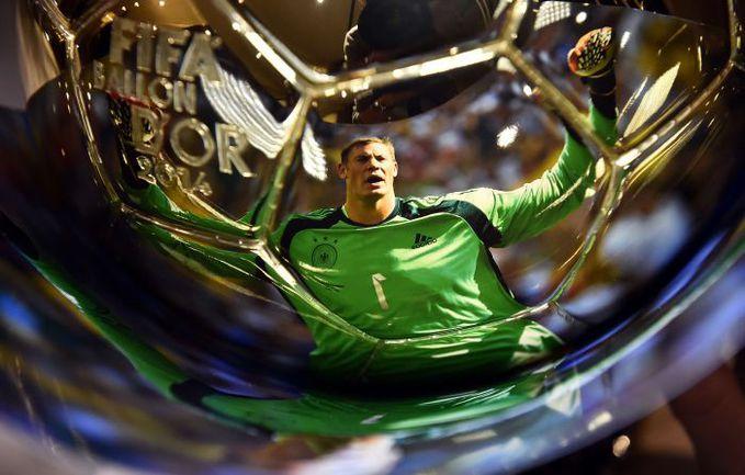 Отражение Мануэля Нойера на главной индивидуальной награде в мировом футболе. Фото REUTERS