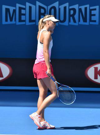 Суббота. Мельбурн. Мария ШАРАПОВА на тренировке перед стартом Открытого чемпионата Австралии. Фото AFP
