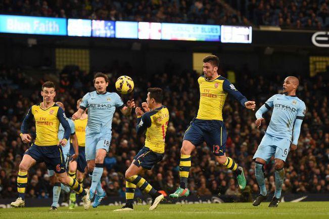 """Воскресенье. Манчестер. Манчестер Сити"""" - """"Арсенал"""" - 0:2. 67-я минута. Гол Оливье ЖИРУ (второй справа). Фото AFP"""