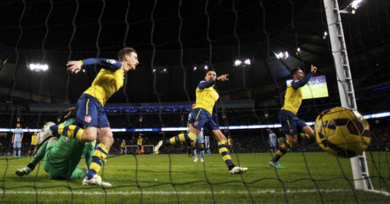 """Воскресенье. Манчестер. """"Манчестер Сити"""" – """"Арсенал"""" – 0:2. 67-я минута. Оливье ЖИРУ удваивает преимущество своей команды. Фото REUTERS"""