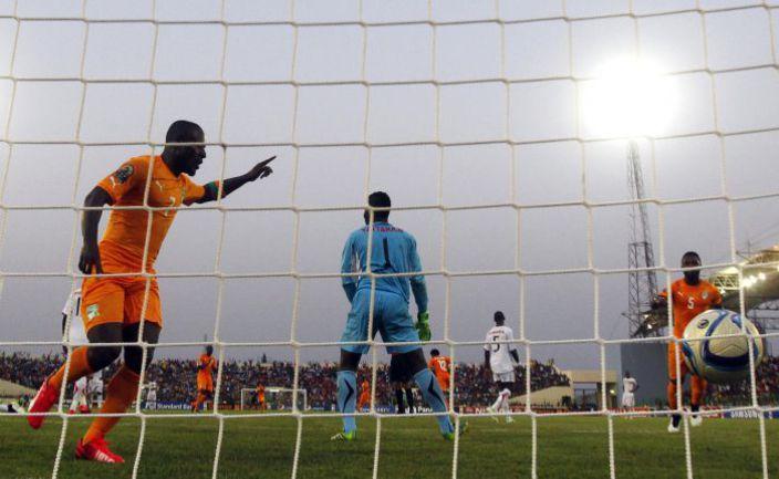 Вторник. Малабо. Кот-д'Ивуар - Гвинея - 1:1. 72-я минута. Только что Сейду ДУМБЬЯ сравнял счет. Фото REUTERS