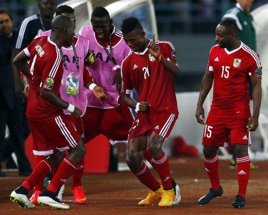 Среда. Бата. Габон - Конго - 0:1. Победный танец конголезских футболистов. Фото REUTERS
