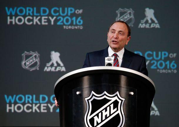 24 января. Коламбус. Комиссар НХЛ Гэри БЭТТМЕН объявил о возрождении Кубка мира. Фото AFP