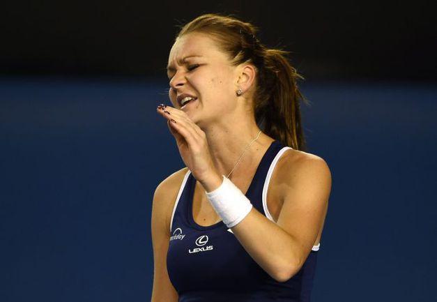 26 января. Мельбург. Агнешка РАДВАНСКА покидает Australian Open после поражения от Винус Уильямс. Фото AFP