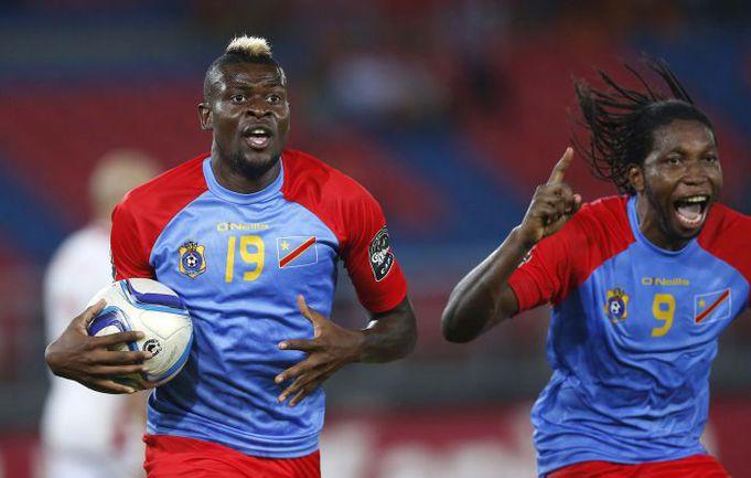 Понедельник. Бата. ДР Конго - Тунис - 1:1. 66-я минута. Только что Жереми БОКИЛА сравнял счет голом, благодаря которому его команда выйдет в плей-офф Кубка Африки. Фото REUTERS
