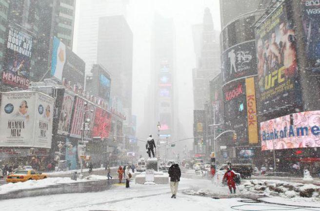 Понедельник. Нью-Йорк. Таймс-сквер. Фото americaherald.com
