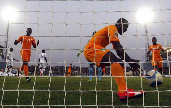 Кот-д'Ивуар Сейду ДУМБЬЯ пока занимает последнее место в своем квартете. Но поединок с Камеруном может перевернуть все с ног на голову. Фото REUTERS