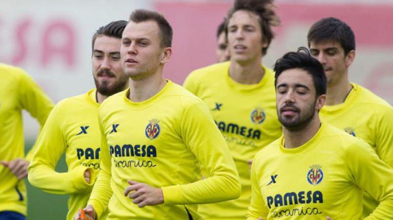 """Денис ЧЕРЫШЕВ (второй слева) с партнерами сегодня будут противостоять """"Барселоне"""". Фото villarrealcf.es"""
