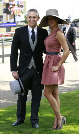 Гари ЛИНЕКЕР с супругой Даниэль. Фото REUTERS