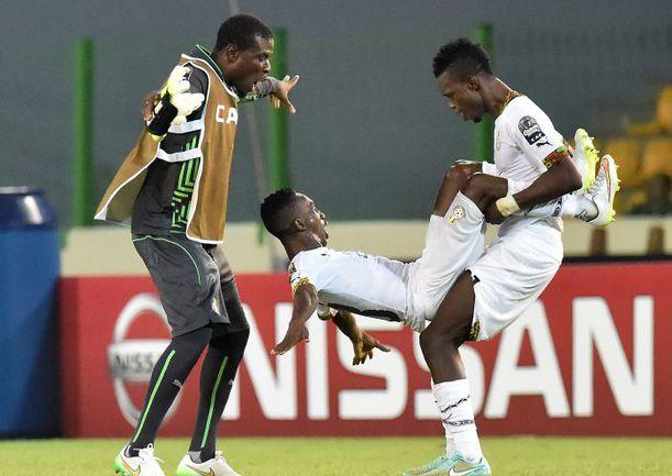 Также экстравагантно они отметили выход и в четвертьфинал. Фото AFP