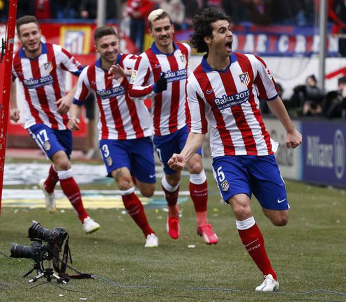 "Суббота. Мадрид. ""Атлетико"" – ""Реал"" – 4:0. 14-я минута. Гол хавбека ТИАГУ (справа) положил начало разгрому ""Королевского клуба"". Фото REUTERS"