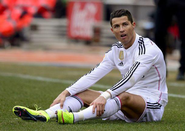 """Суббота. """"Атлетико"""" - """"Реал"""" - 0:4. КРИШТИАНУ РОНАЛДУ, которому 5 февраля исполнилось 30 лет, такого подарка не ожидал. Фото AFP"""
