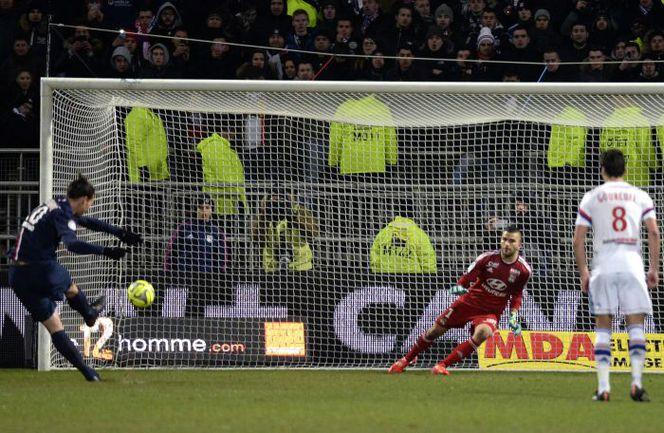 """Воскресенье. Лион. """"Лион"""" – """"ПСЖ"""" – 1:1. 69-я минута. Нападающий парижан Златан ИБРАГИМОВИЧ реализует пенальти. Фото AFP"""
