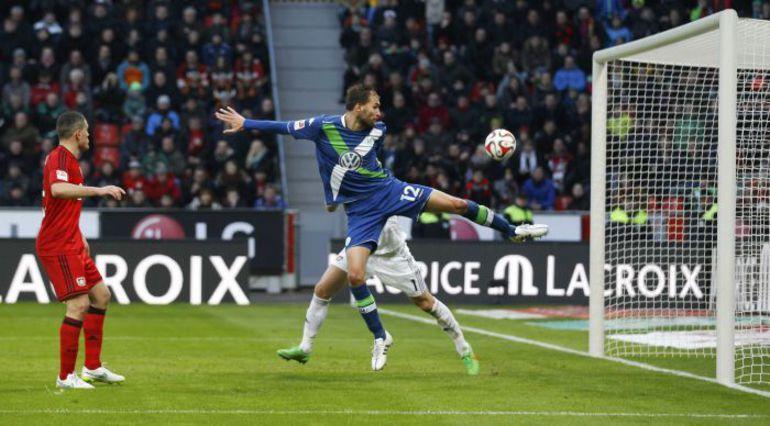 """Суббота. Леверкузен. """"Байер"""" - """"Вольфсбург"""" - 4:5. 90+4-я минута. Бас ДОСТ ставит точку в матче. Фото REUTERS"""